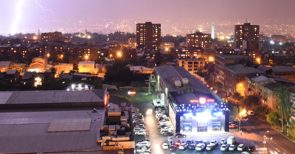 Տեսեք ինչ կայծակ է քիչ առաջ եղել Երևանում (Լուսանկար)