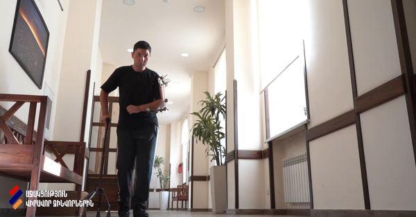 ԱԹՍ-ից ծանր վիրավորում ստացած այս ժպտերես տղային տուն են ճանապարհում (Տեսանյութ)