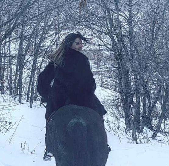Տեսանյութ․ Իվետա Մուկուչյանը ձյան մեջ և ձիու վրա