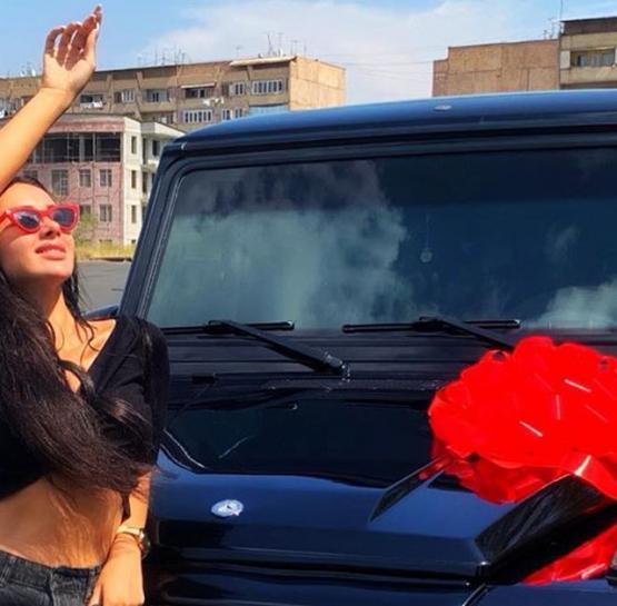 Այ քեզ նվեր․ Տեսեք ինչ մեքենա են նվիել Շուշան Երիցյանին