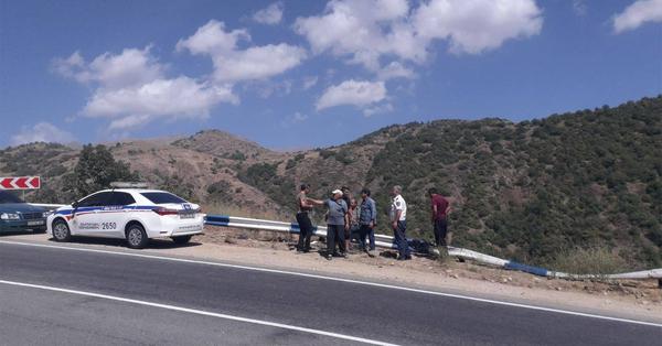 Բեռնատարը կողաշրջվել և ընկել է ձորը. վարորդը մահացել է (լուսանկարներ)