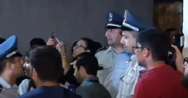 Ծափեր օդանավակայանում․ Դիմավորում են գերիներին և կարդում նրանց անունները (տեսանյութ)