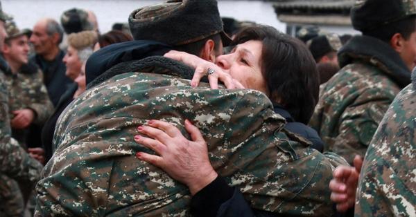 Հայոց մայրեր, քաջ մայրեր, խոնարհվում ենք ձեր առջև