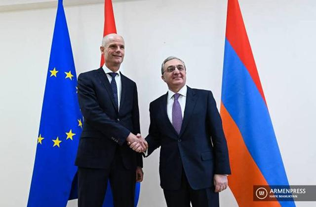 Зограб Мнацаканян и Стеф Блок коснулись вопроса мирного урегулирования карабахского конфликта